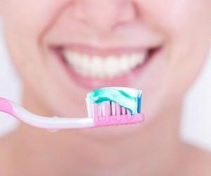 Стоматологи рассказали о том, какие зубные пасты нужны всем