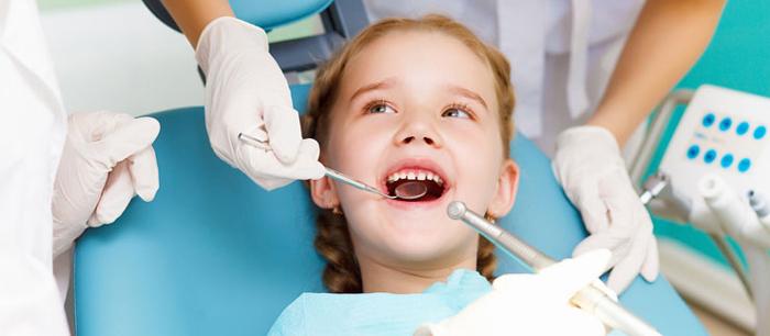 Как вырвать молочный зуб без боли?