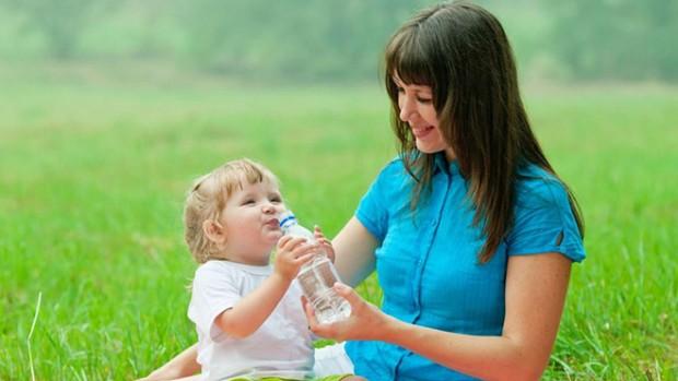 Пластиковые бутылки могут привести к разрушению зубов у детей