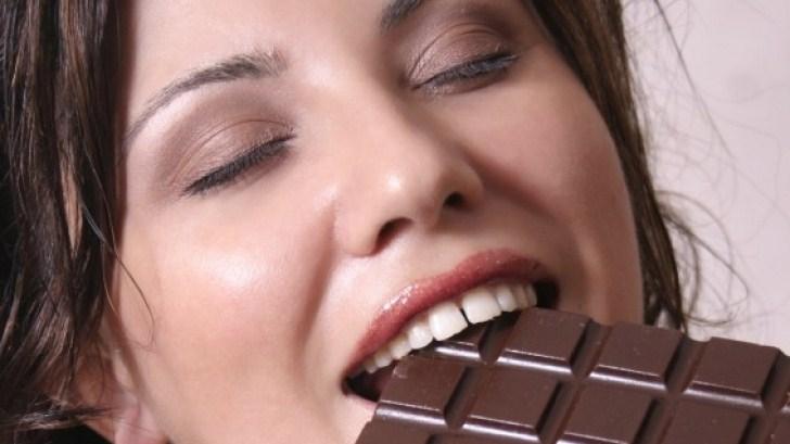 Чем шоколад полезен для зубов?