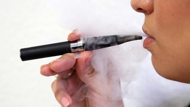Использование электронных сигарет приводит к появлению проблем с деснами