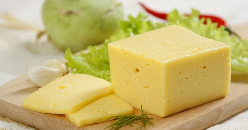 Твердый сыр спасет от проблем с зубами