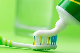 Медики сообщили, чем может быть опасна зубная паста