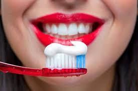 Чистка зубов может защитить от опасной болезни
