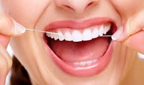Чистка зубной нитью – необходимое условие для здоровья зубов