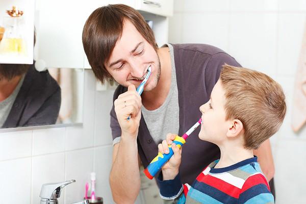 Электрические зубные щетки не намного лучше обычных