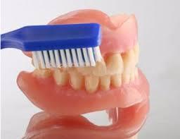 Уход за зубами: от прорезов до протезов