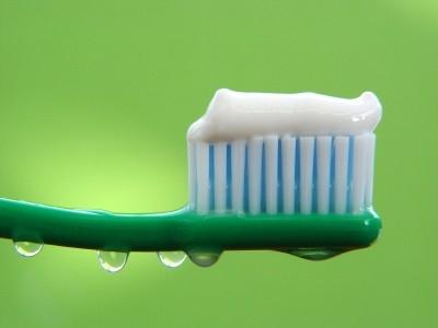 Избытки зубной пасты на зубной щетке вредят нервной системе