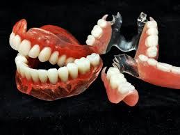 Гель для зубных протезов грозит отравлением цинком