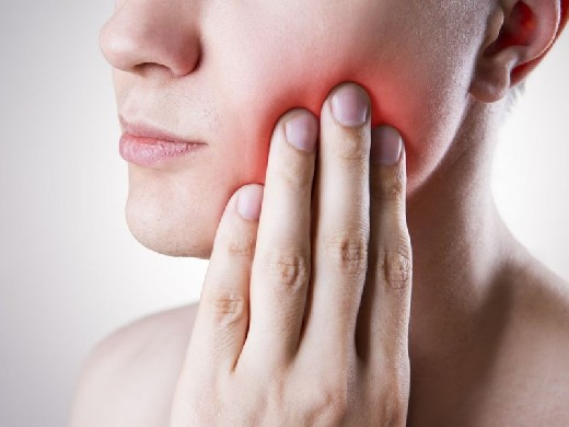 Врач-стоматолог назвал три категории продуктов, разрушающих зубную эмаль