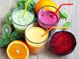 Фруктовые напитки могут содержать столько же кислоты, как и уксус, что провоцирует разрушение зубов