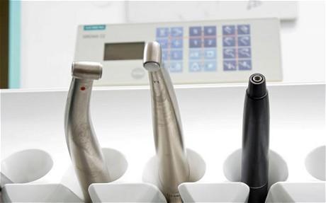 Лечение зубов без бормашины