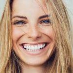 8 доступных способов сделать зубы белее