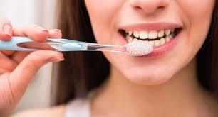 Стоматолог развеял популярные мифы о чистке зубов