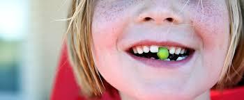 Скололся зуб у ребенка: что делать родителям