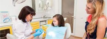 Зубки на диете: почему стоматологи против сушек и компотов
