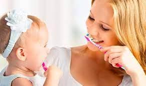 Чистка зубов детям — как делать это правильно?