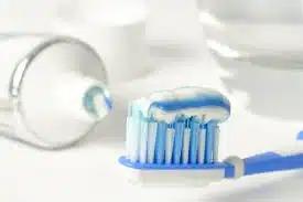 Опасные последствия чистки зубов после завтрака