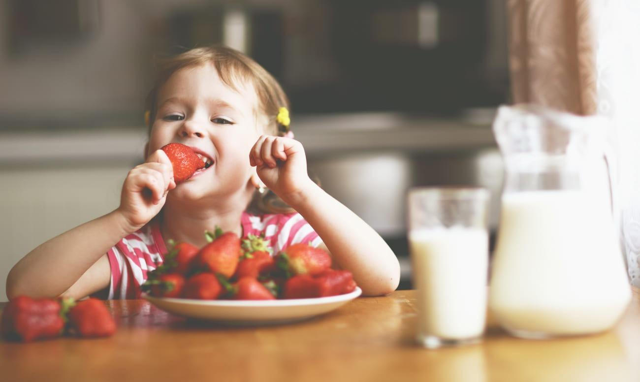 Что вредно и что полезно для детских зубов? Вкусная защита от кариеса.