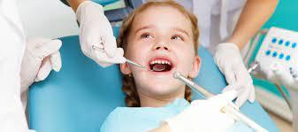 Чтобы лечение зубов у ребенка прошло без проблем, можно использовать седацию