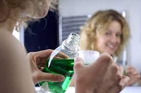 Ополаскиватели для полости рта: техника безопасности