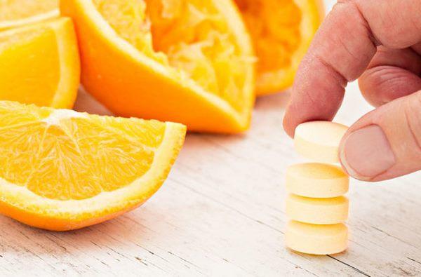Кровоизлияния и кровоточивость десен — признаки дефицита важного витамина