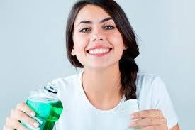 Ополаскиватель для полости рта: четыре шага к правильному использованию
